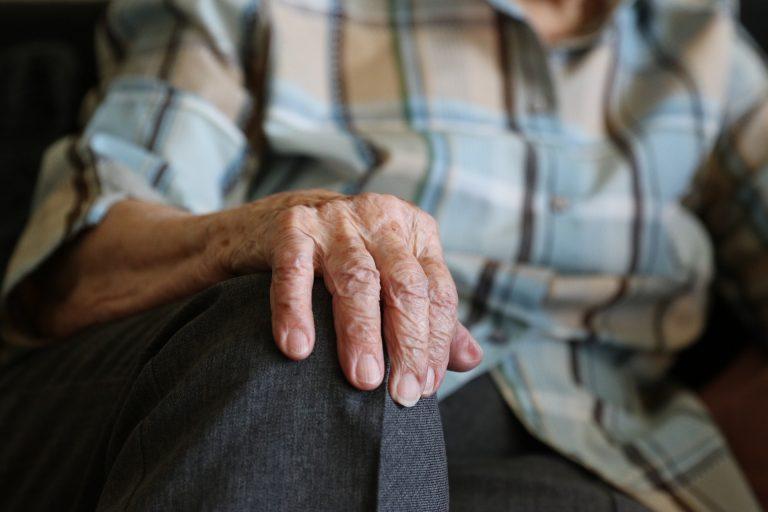 hands-1408480_1920