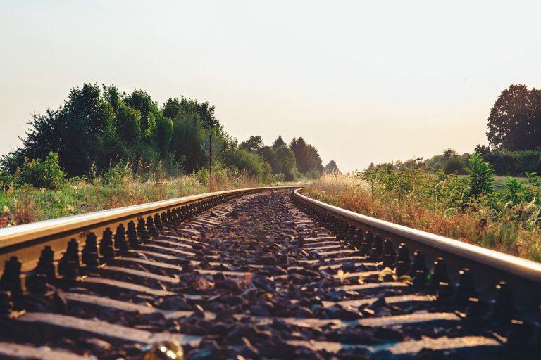 train-tracks-925984_1280