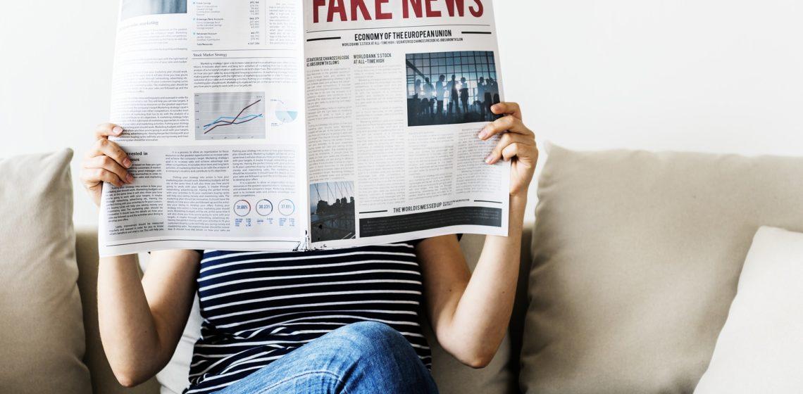 Praw(n)y sierpowy w starciu z fake newsem