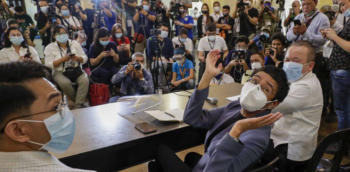 Fact-checkerzy wspierają Marię Ressę, Santosa Jr. i portal Rappler po ogłoszeniu wyroku, który zagraża wolności prasy w Azji.