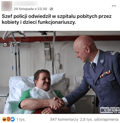 Post zFacebooka, nazdjęciu leżący nałóżku mężczyzna ściska reje policjantowi.