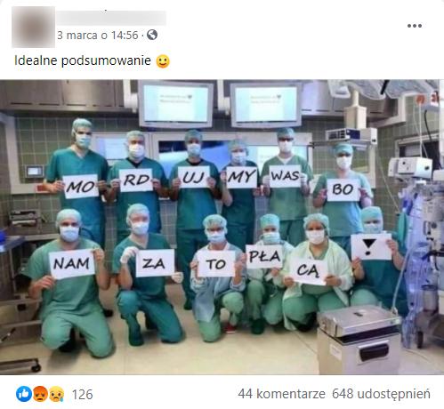Analizowany post naFacebooku. Medycy trzymający kartki. 12 osób pozuje dozdjęcia.