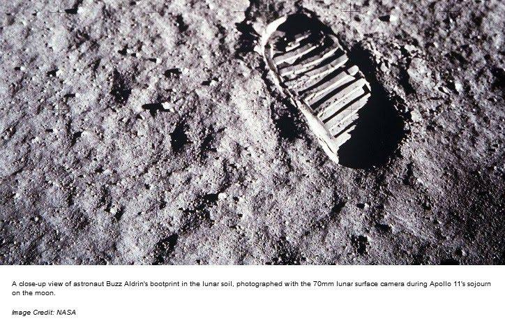 Zdjęcie śladu buta naksiężycu.