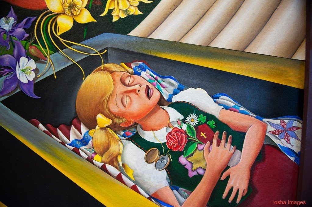 Fragment muralu Leo Tanguma przedstawiający dziewczynkę wtrumnie.
