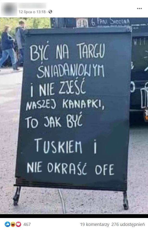 Zrzut ekranu wpisu naFacebooku, wktórym zamieszczono zdjęcie tablicy nawiązującej doDonalda Tuska.