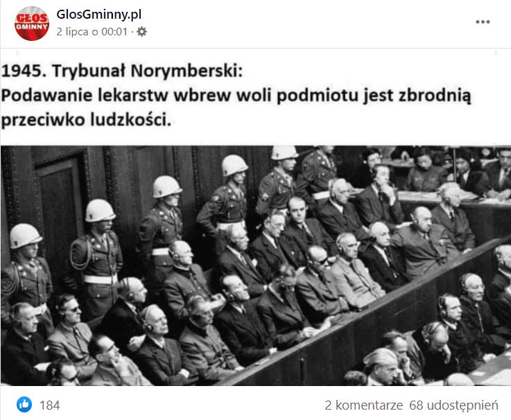 Zrzut ekranu przedstawiający wpis naFacebooku naprofilu GlosGminny.pl. Dołączono doniego zdjęcie wczerni ibieli przedstawiające osoby biorące udział wposiedzeniu Międzynarodowego Trybunału Wojskowego wNorymberdze.