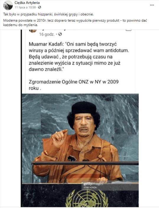 Zrzut ekranu posta naFacebooku. Doposta dołączono grafikę, przedstawiającą libijskiego przywódcę Muammara Kaddafiego, który ubrany wpomarańczową szatę iczarne nakrycie głowy, przemawia zuniesioną prawą ręką, stojąc zapulpitem zlogiem ONZ.