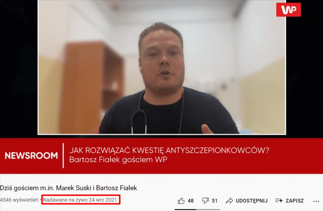 Zrzut ekranu materiału wideo zudziałem Bartosza Fiałka. Lekarz ubrany wczarną koszulkę znajduje się wpomieszczeniu, które wygląda nagabinet lekarski. Wdolnej części znajduje się data transmisji wideo wserwisie YouTube - 24 września 2021 roku.